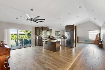 Wellington Single Family Home For Sale: 1010 Hickory Trail