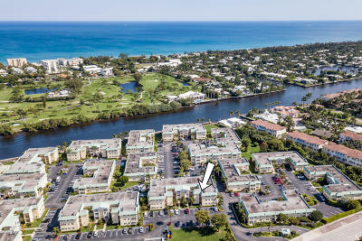 Boynton Beach Condo For Sale: 30 Colonial Club Drive #305