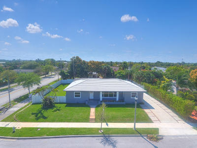 West Palm Beach Single Family Home For Sale: 300 Colonial Road
