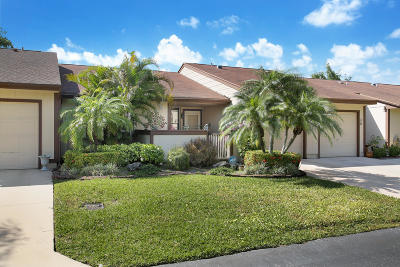 Boynton Beach Single Family Home For Sale: 33 Mayfair Lane
