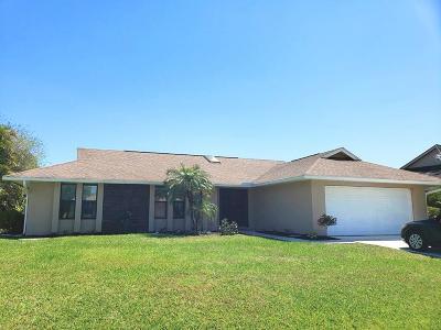 Single Family Home Contingent: 2385 SE Saphire Terrace