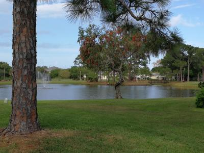 Fort Pierce Condo For Sale: 108 Lakes End Drive #B