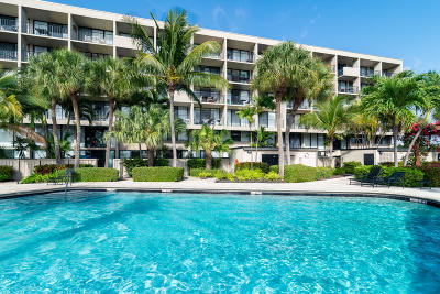 West Palm Beach Condo For Sale: 1830 Embassy Drive #118