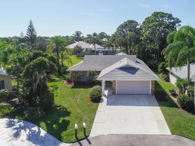 Hobe Sound Single Family Home For Sale: 10830 SE Bow Lane
