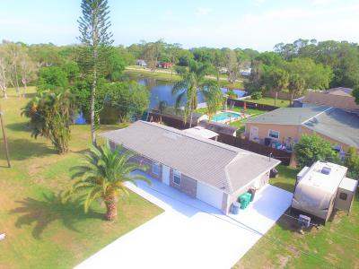 Fort Pierce Single Family Home For Sale: 7507 Lakeside Way