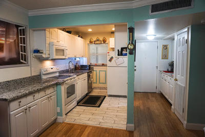 Boynton Beach Condo For Sale: 650 Snug Harbor Drive #G107