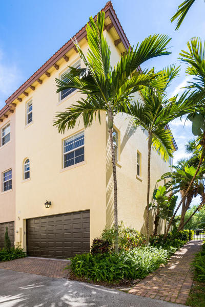 Boca Raton Townhouse For Sale: 26 Via Floresta Drive