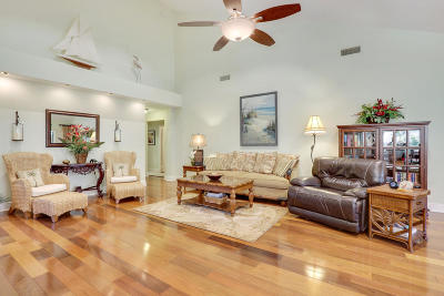 Jupiter Single Family Home For Sale: 305 Natchez Court