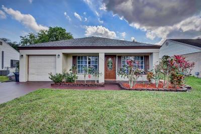 Boynton Beach Single Family Home For Sale: 5784 Pebble Brook Lane