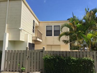 Wellington Townhouse Contingent: 1634 Shaker Circle #1634
