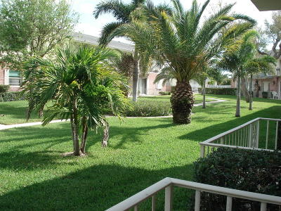 Boynton Beach FL Condo For Sale: $99,000
