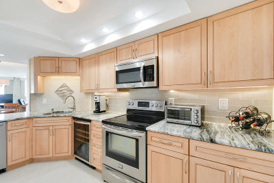 West Palm Beach Condo For Sale: 2000 Presidential Way #1703