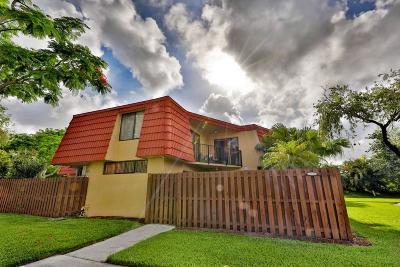 Boca Raton Townhouse For Sale: 22946 Oxford Place #D