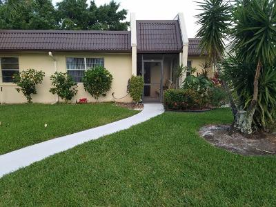 West Palm Beach Single Family Home For Sale: 166 Lake Susan Lane #166