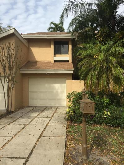 Boca Raton Townhouse For Sale: 6595 Parkview Drive #B