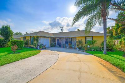 Lantana Single Family Home For Sale: 827 La Costa Way