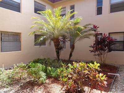 Delray Beach Condo For Sale: 99 Capri C #99