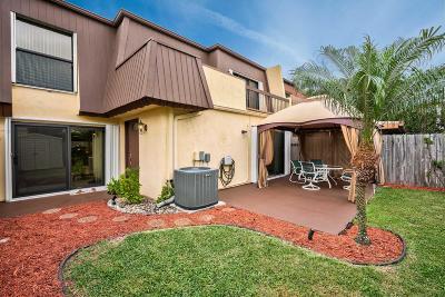 Palm Beach Gardens Townhouse For Sale: 3542 Gardens East Drive #B