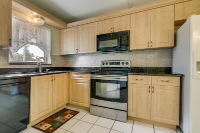 Lake Worth Condo For Sale: 3959 Via Poinciana #104