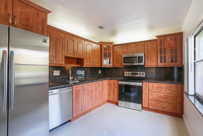Delray Beach FL Townhouse For Sale: $269,000