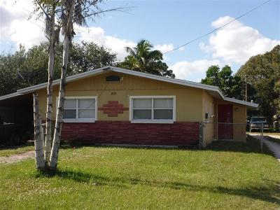 Fort Pierce Multi Family Home For Sale: 2713 Oleander Boulevard