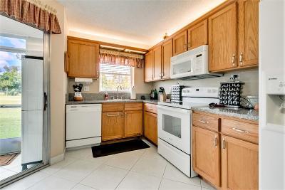 Lake Worth Condo For Sale: 3871 Via Poinciana #103