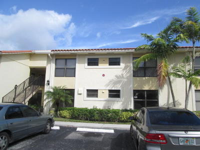 West Palm Beach Condo For Sale: 1473 Lake Crystal Drive #F