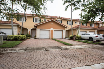 Tamarac FL Townhouse For Sale: $239,900