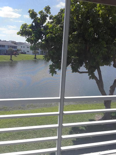 West Palm Beach Condo For Sale: 164 Somerset H