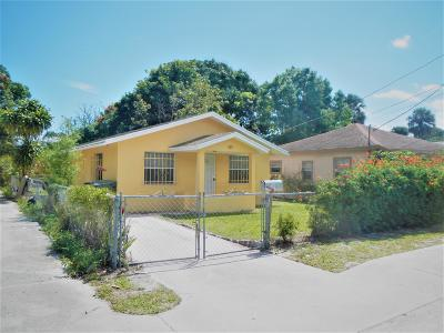 Stuart Single Family Home For Sale: 909 SE Nassau Avenue