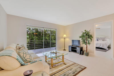 West Palm Beach Condo For Sale: 110 Lake Meryl Drive #214