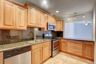 Lake Worth Townhouse For Sale: 4718 Holly Lake Drive