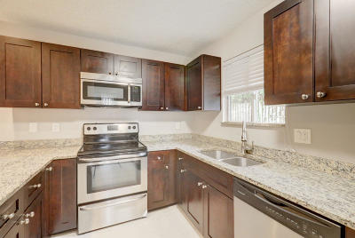 Jupiter FL Townhouse For Sale: $235,000
