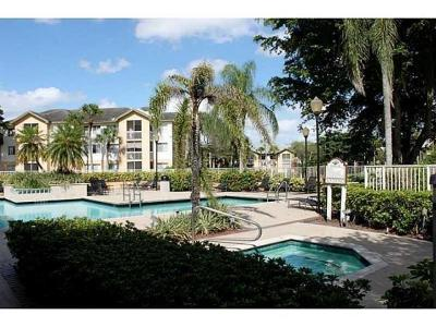 Coral Springs Condo For Sale: 9833 Westview Drive #819