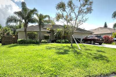 Port Saint Lucie Single Family Home For Sale: 556 SW Paar Drive