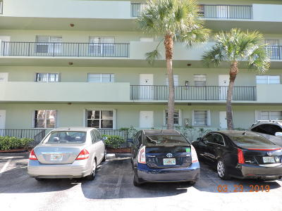 West Palm Beach Condo Sold: 1638 Embassy Drive #103