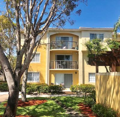 Royal Palm Beach Condo For Sale: 1700 Crestwood Court S #1715