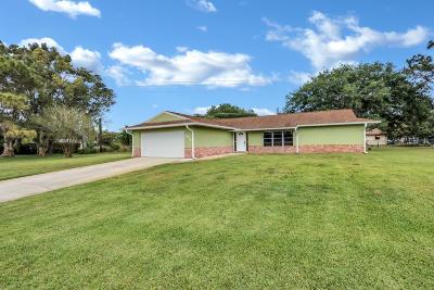 Stuart Single Family Home Contingent: 2916 SE Paramount Place
