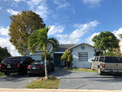 Lake Worth Single Family Home For Sale: 5857 Strawberry Lakes Circle