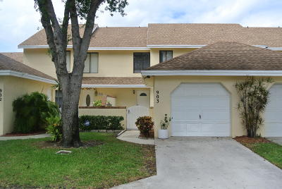 Greenacres Townhouse For Sale: 903 Maplewood Drive