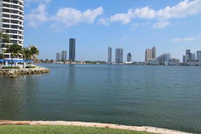 Miami-Dade County Condo For Sale: 3350 NE 192nd Street #5g-B
