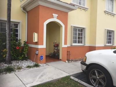 Miami-Dade County Townhouse For Sale: 7370 NW 174 Terrace #101