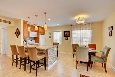 Delray Beach Condo For Sale: 759 Burgundy P