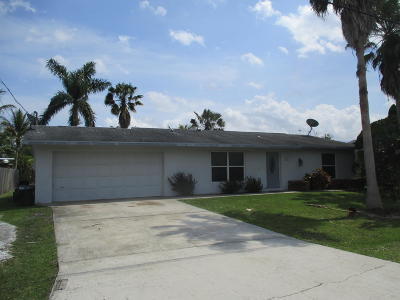 Port Saint Lucie Single Family Home For Sale: 685 SE Calmoso Drive