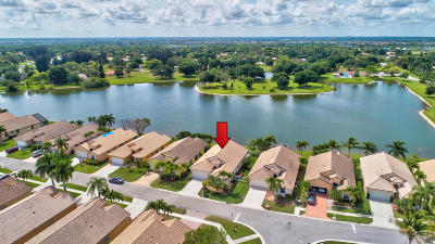 Boynton Beach Single Family Home For Sale: 9598 Lago Drive