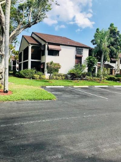 Boynton Beach Rental Contingent: 5068 Rose Hill Drive #202