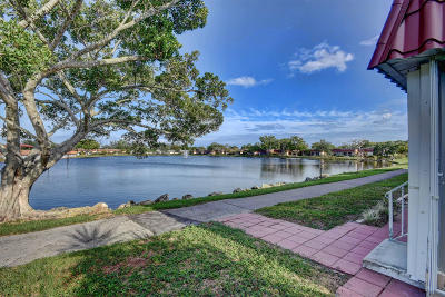 Lake Worth Single Family Home For Sale: 735 Nantucket Circle #735