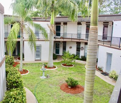 Royal Palm Beach Condo For Sale: 3 Greenway Village #207