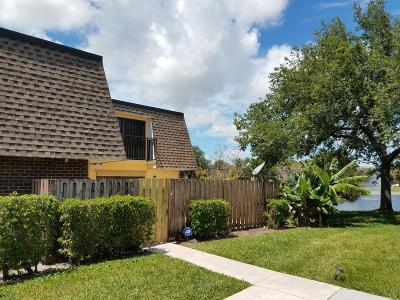 Delray Beach Townhouse Contingent: 2929 SW 22nd Circle #32b
