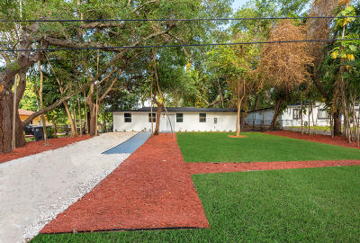 Miami-Dade County Single Family Home For Sale: 13205 NE 3rd Court